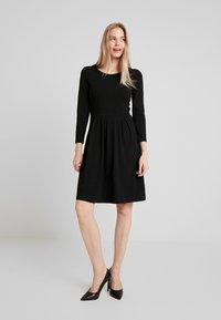 Anna Field - ETUIKLEID BASIC - Pouzdrové šaty - black - 1