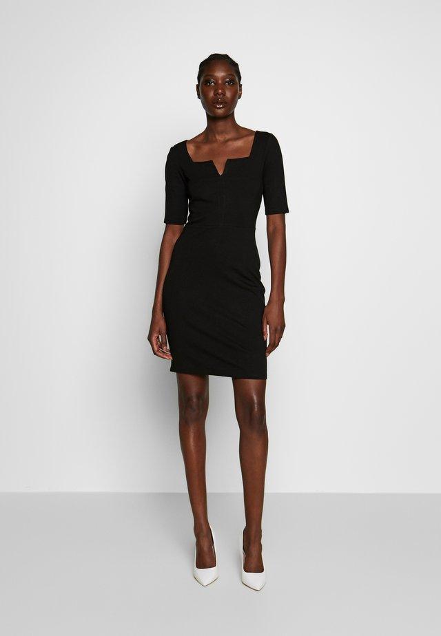 BASIC - Vestido de tubo - black