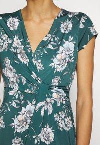 Anna Field - FRONT CROSS - Žerzejové šaty - green/white - 4