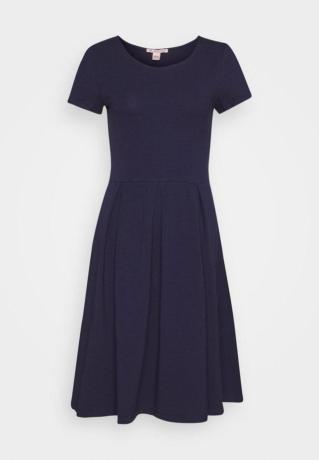BASIC JERSEYKLEID - Jerseykleid - maritime blue