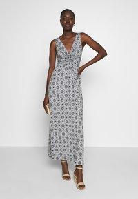 Anna Field - GEO PRINT DRESS  - Maxi šaty - maritime blue/white - 2