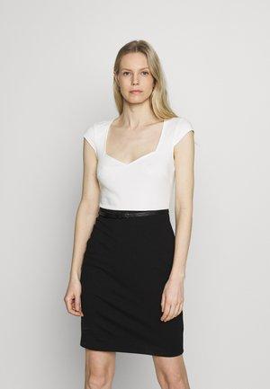 Vapaa-ajan mekko - white/black