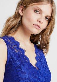 Anna Field - Topper - clematis blue - 3