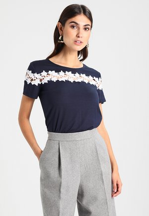 T-shirt z nadrukiem - off-white/dark blue