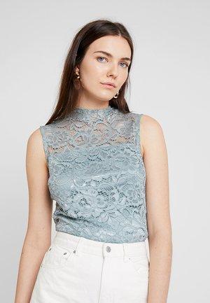 Topper - silver blue