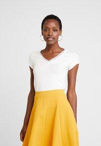 Anna Field - T-shirt med print - off white - 0