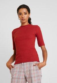Anna Field - T-shirt z nadrukiem - dark red - 0