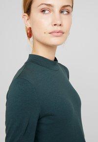Anna Field - Topper langermet - green gables - 5