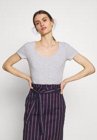 Anna Field - 3 PACK - T-shirt basic - white/navy/light grey melange - 2