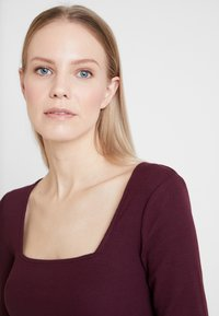 Anna Field - BASIC - Top sdlouhým rukávem - winetasting - 5