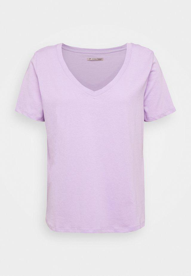 T-shirts - lavendula