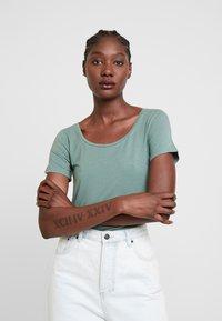 Anna Field - T-shirt basic - laurel wreath - 0