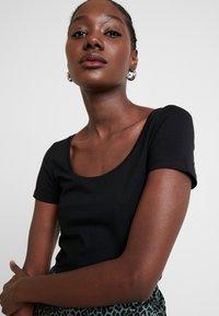 Anna Field - 2 PACK  - Basic T-shirt - black - 4
