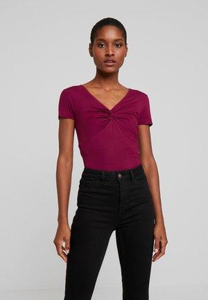 T-shirts - purple potion
