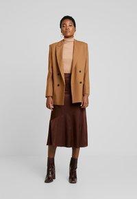 Anna Field - Stickad tröja - camel - 1