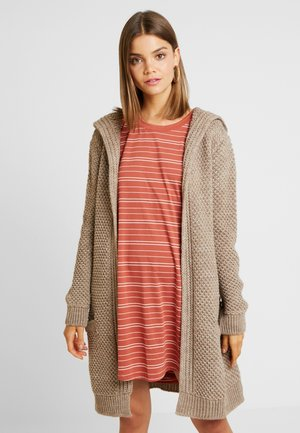 Strickjacke - tan