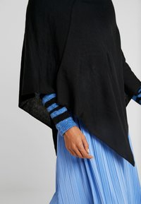 Anna Field - Poncho - black - 5