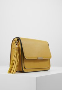 Anna Field - Across body bag - yellow - 3