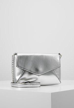 Skuldertasker - silver
