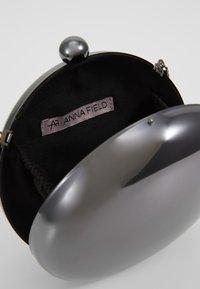 Anna Field - Pochette - gunmetal - 4