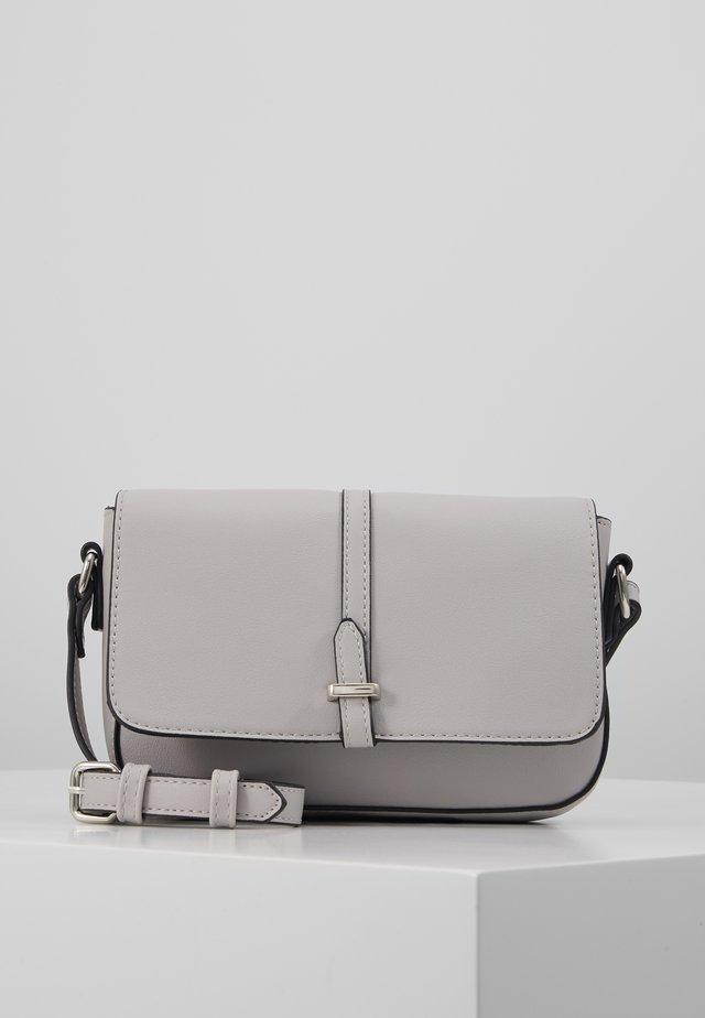 Taška spříčným popruhem - light grey