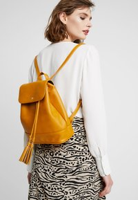 Anna Field - Rucksack - dark yellow - 1