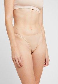 Anna Field - 5 PACK - Stringit - nude/black/white - 2