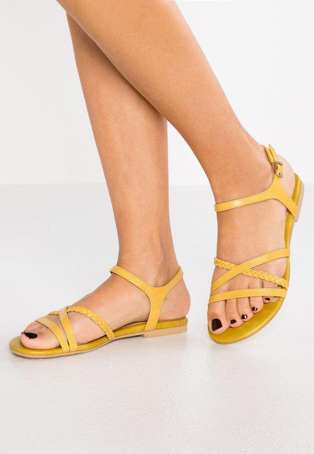 LEATHER SANDALS - Sandaalit nilkkaremmillä - yellow