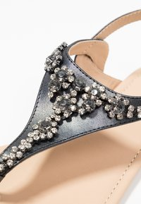 Anna Field Select - LEATHER T-BAR SANDALS - Infradito - gunmetall - 2