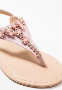 Anna Field Select - LEATHER T-BAR SANDALS - Infradito - rose gold - 2