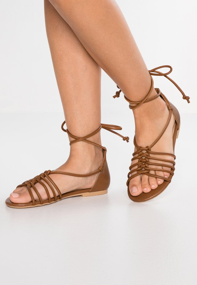 LEATHER SANDALS - Sandaler - cognac