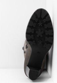 Anna Field Select - LEATHER PLATFORM BOOTS - Kozačky na platformě - grey - 6
