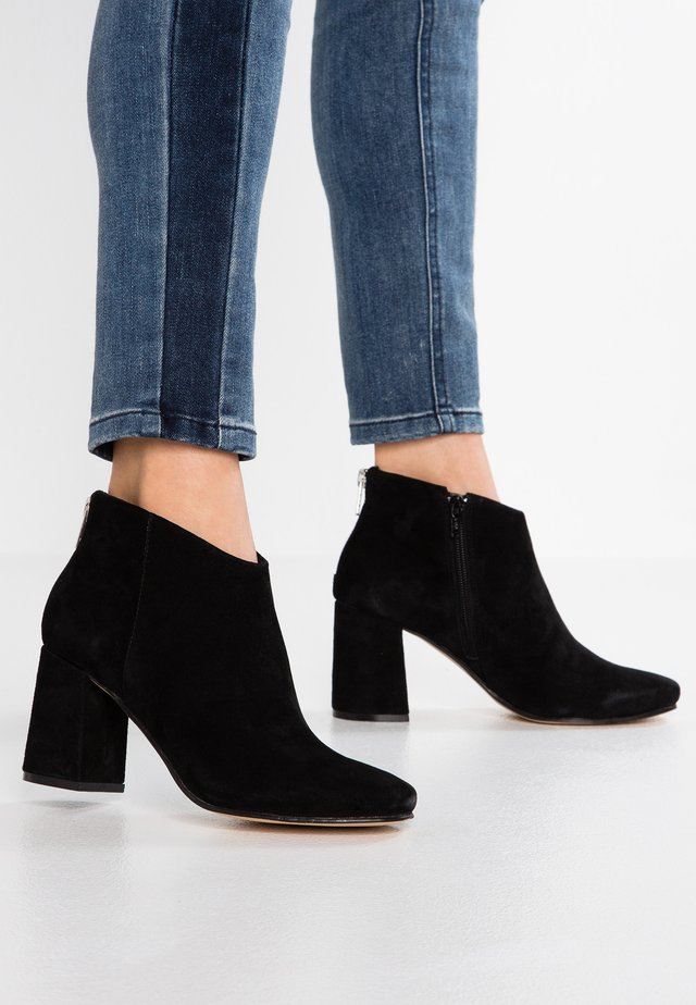 LEATHER ANKLE BOOTS - Ankelstøvler - black