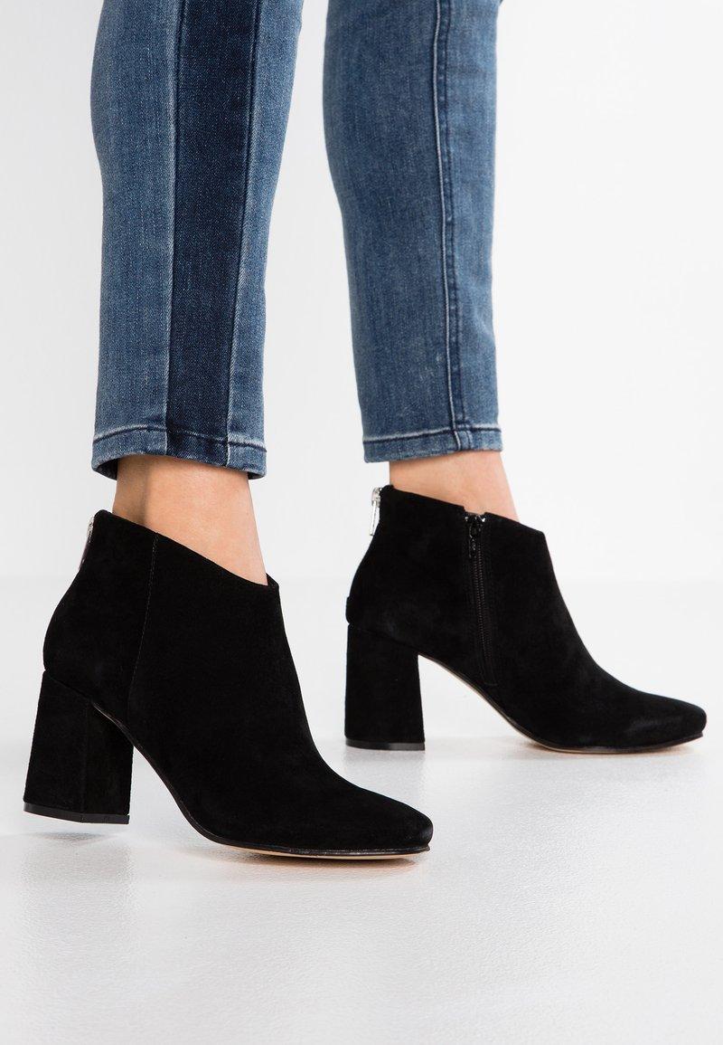 Anna Field Select - LEATHER ANKLE BOOTS - Kotníková obuv - black