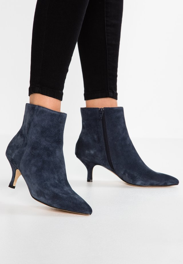 LEATHER CLASSIC ANKLE BOOTS - Støvletter - dark blue