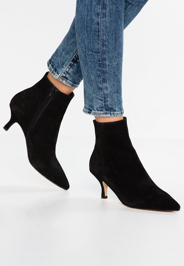 LEATHER CLASSIC ANKLE BOOTS - Støvletter - black
