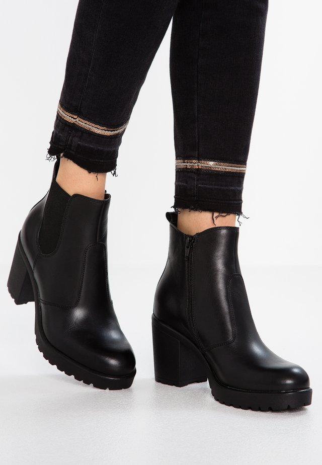 LEATHER ANKLE BOOTS - Tronchetti - black