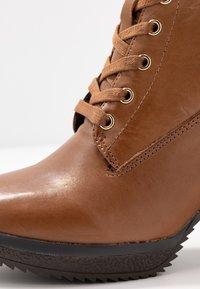 Anna Field Select - LEATHER PLATFORM ANKLE BOOTS - Kotníkové boty na platformě - cognac - 2