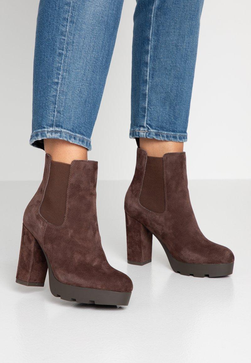 Anna Field Select - LEATHER HIGH HEELED ANKLE BOOTS - Kotníková obuv na vysokém podpatku - brown