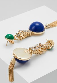 Anton Heunis - EARRING OMEGA CLASP HALF SPHERE WITH TASSEL - Korvakorut - blue/green/gold-coloured - 2