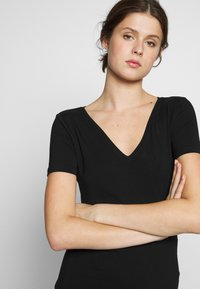 Anna Field Tall - 2 PACK  - T-shirts - black/white - 4
