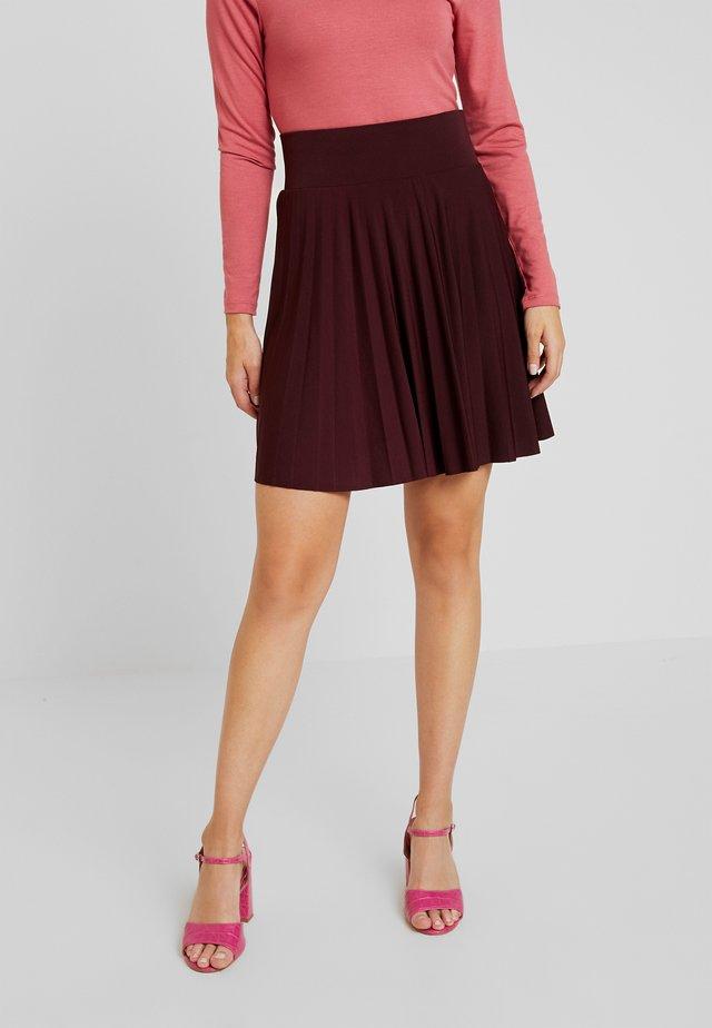 Áčková sukně - winetasting