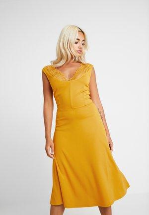 Maxi šaty - golden yellow