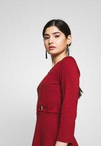 Anna Field Petite - DRESS FIT&FLARE - Robe en jersey - biking red - 3