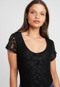Anna Field Petite - T-shirts med print - black - 4