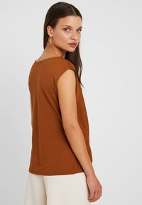Anna Field Petite - T-shirts - caramel cafe - 2