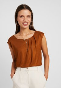 Anna Field Petite - T-shirts - caramel cafe - 0