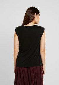 Anna Field Petite - T-shirts - black - 2