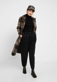 Anna Field Petite - T-shirt z nadrukiem - black - 1