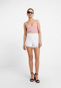 Anna Field Petite - Shorts - cloud dancer - 1